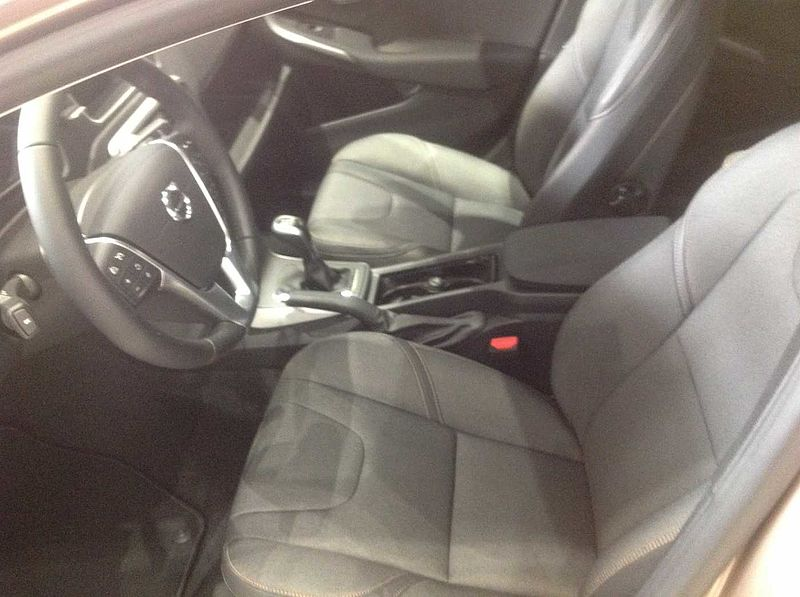 Volvo  V40 Cross Country D2 Momentum Manual